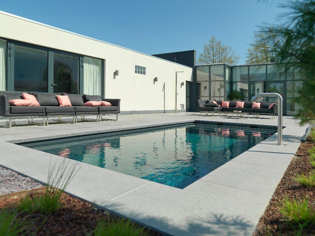 ausstellung schwimmbad schwimmbecken in valkenswaard niederlande starline pool gmbh. Black Bedroom Furniture Sets. Home Design Ideas