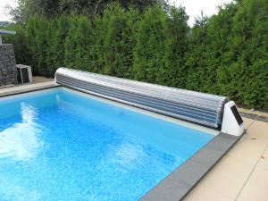 schwimmbad und saunen page 289. Black Bedroom Furniture Sets. Home Design Ideas